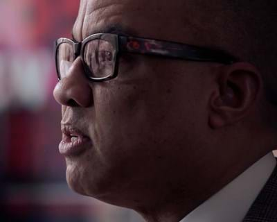 Ford Foundation president Darren Walker reads an excerpt from his essay. 2015. This image is not available under the 4.0 Creative Commons license.