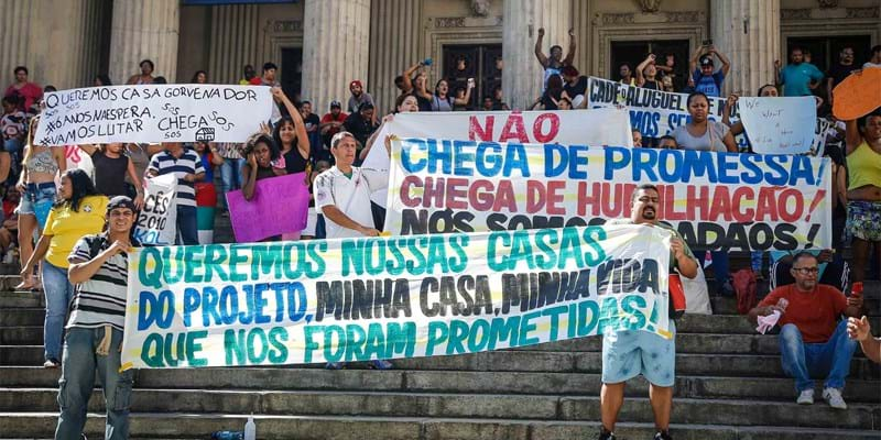 Inhabitants from Rio's communities, including Skol and Manguinhos, protest in front of Rio's Legislative Assembly, demanding housing from the federal program 'Minha Casa, Minha vida', promised more than 6 years ago but never delivered. Rio de Janeiro, Brazil. 2016. Photo credit: Fotoarena/Sipa USA/Newscom