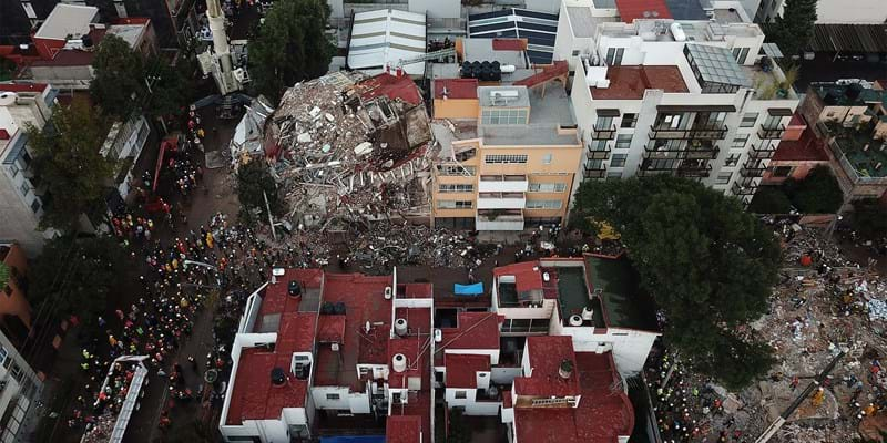 MEXICO CITY, MEXICO - SEPTEMBER 21, 2017: Aerial view of the work of the rescue teams in a collapsed building during the aftermath of the earthquake that hit Mexico City. (Photo by Manuel Velasquez/Anadolu Agency/Getty Images)